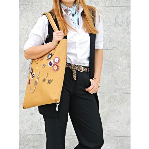 RENA - geanta camel cu aplicatii din piele naturala model Anais - outfit Daniela Macsim
